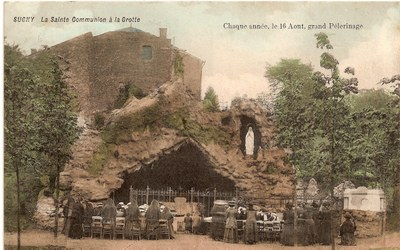 grotte avec soeurs cp ancienne.jpg